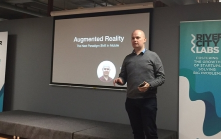 Hydric Media co-founder and CTO, Eoin McCarthy, presenting at the Mobile Monday augmented reality event in Brisbane.